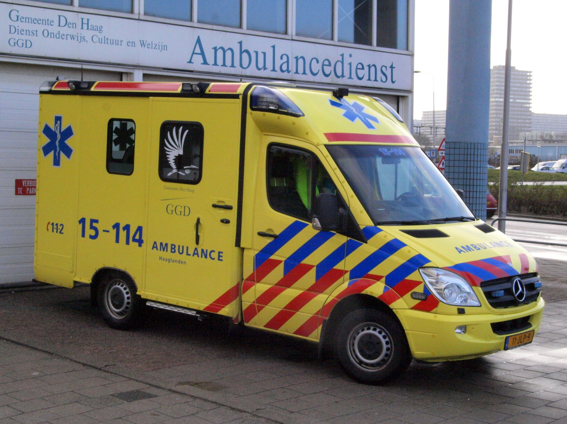 Car drives onto sidewalk cafe in southern Netherlands, injuring six
