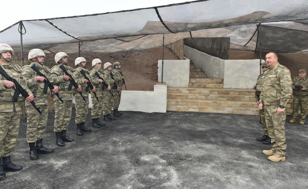 Cumhurbaşkanı Aliyev ön hatta komuta kontrol merkezinde inceleme yaptı - Gallery Image