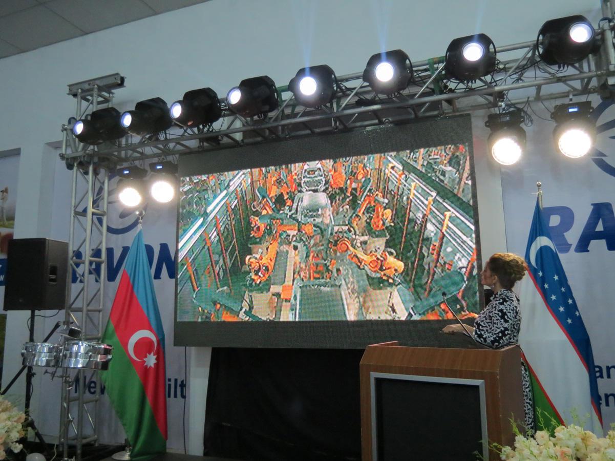 Bakıda Özbəkistan istehsalı avtomobillər nümayiş olunub (FOTO) - Gallery Image