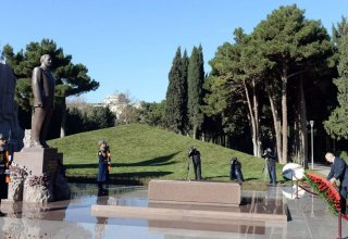 Lukashenko visits Alley of Honors, Alley of Martyrs in Baku (PHOTO)