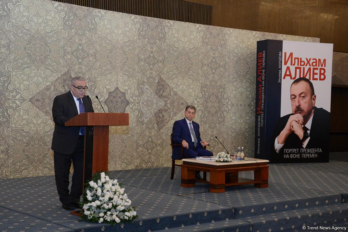 "В Баку представлена книга ""Ильхам Алиев. Портрет президента на фоне перемен"" (ФОТО) - Gallery Image"