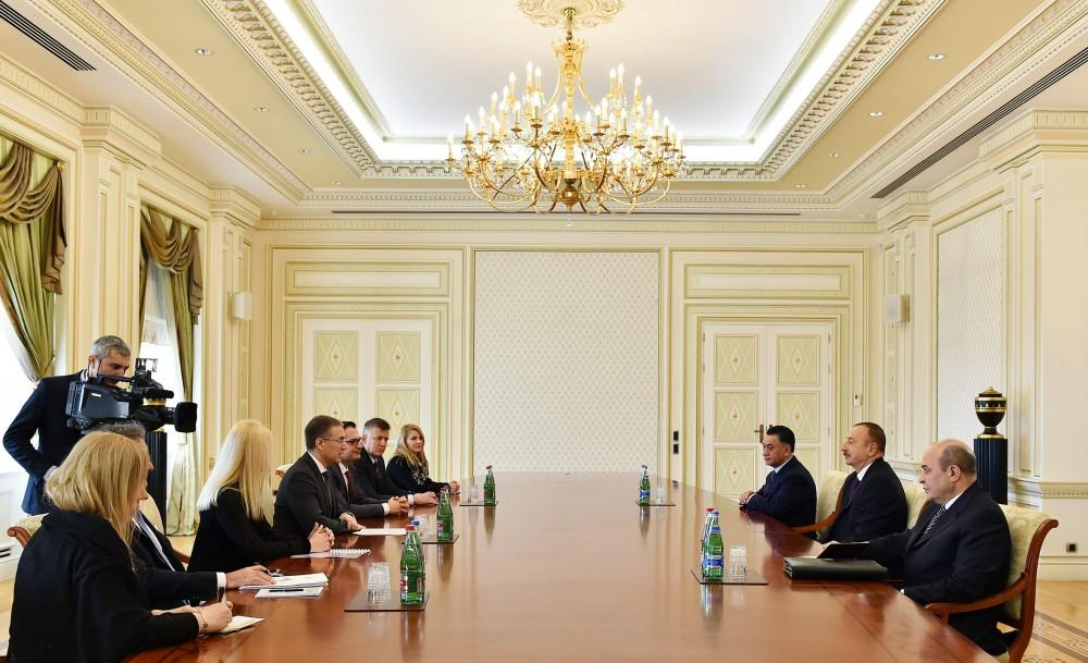 Ilham Aliyev meets delegation led by Serbian interior minister (PHOTO)
