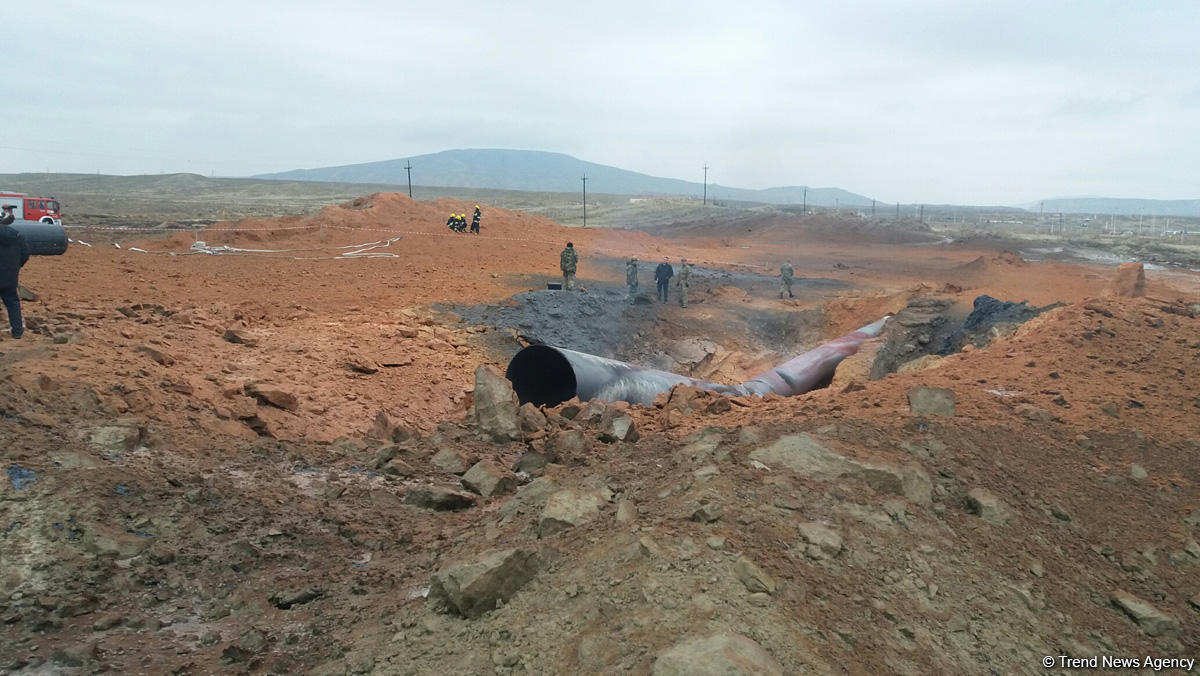 Bakıda qaz kəmərindəki yanğın söndürüldü (YENİLƏNİB-2)  (FOTO)