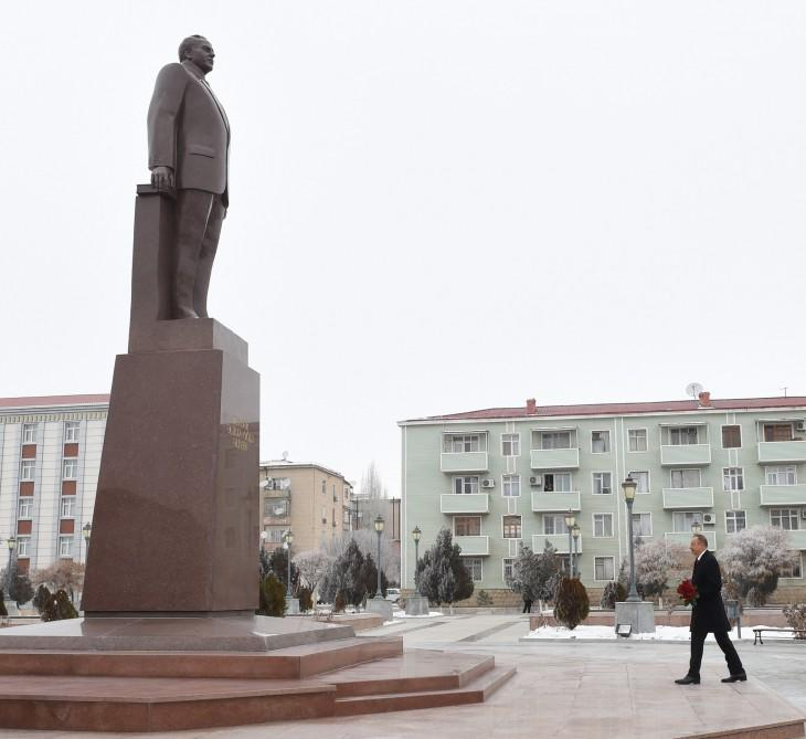 Ilham Aliyev pays tribute to national leader in Nakhchivan (PHOTO) - Gallery Image