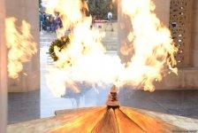 Azərbaycan ictimaiyyəti 20 Yanvar faciəsi qurbanlarının əziz xatirəsini yad edir (FOTO) - Gallery Thumbnail