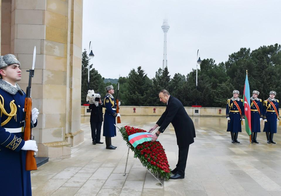 Azerbaijani president pays tribute to martyrs (PHOTO) - Gallery Image