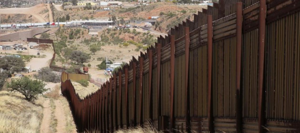 США сокращают военные расходы, чтобы финансировать строительство стены с Мексикой