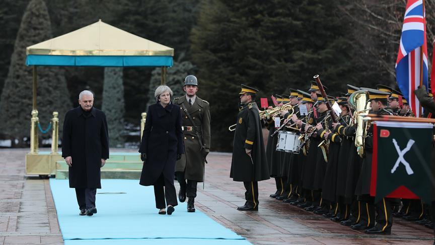 Başbakan Yıldırım, Theresa May'i resmi törenle karşıladı