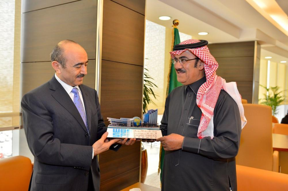 Ali Hasanov meets Saudi Press Agency president (PHOTO)