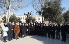 Ilham Aliyev unveils monument to maestro Niyazi (PHOTO) - Gallery Thumbnail