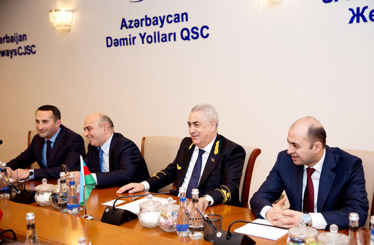 Railway linking Azerbaijan, Iran to be commissioned in March (PHOTO)
