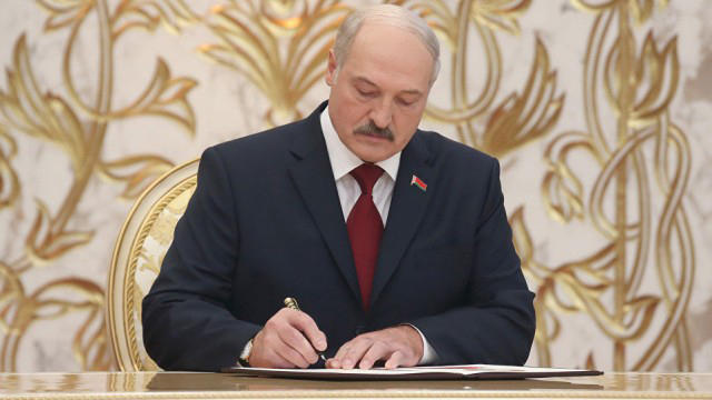 Belarus' Lukashenko dismisses top ministers, names new PM