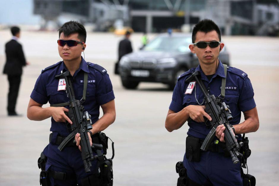 Полиция Гонконга перед началом крупного митинга изъяла у радикалов боевой пистолет