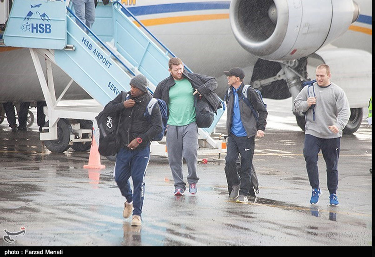 US wrestling team welcomed in Iran (PHOTO)