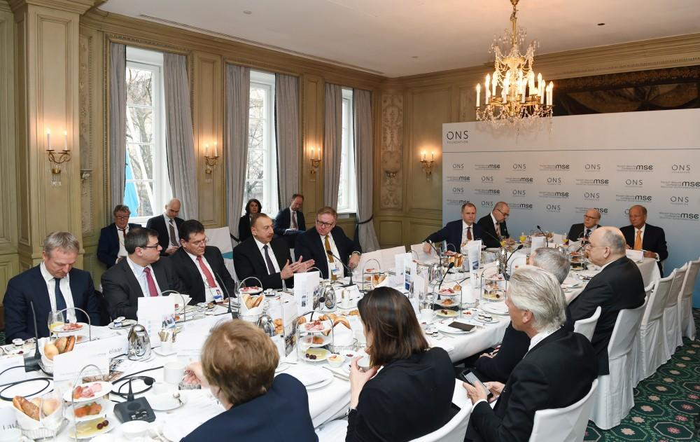 Ilham Aliyev attends roundtable of Munich Security Conference  (PHOTO)