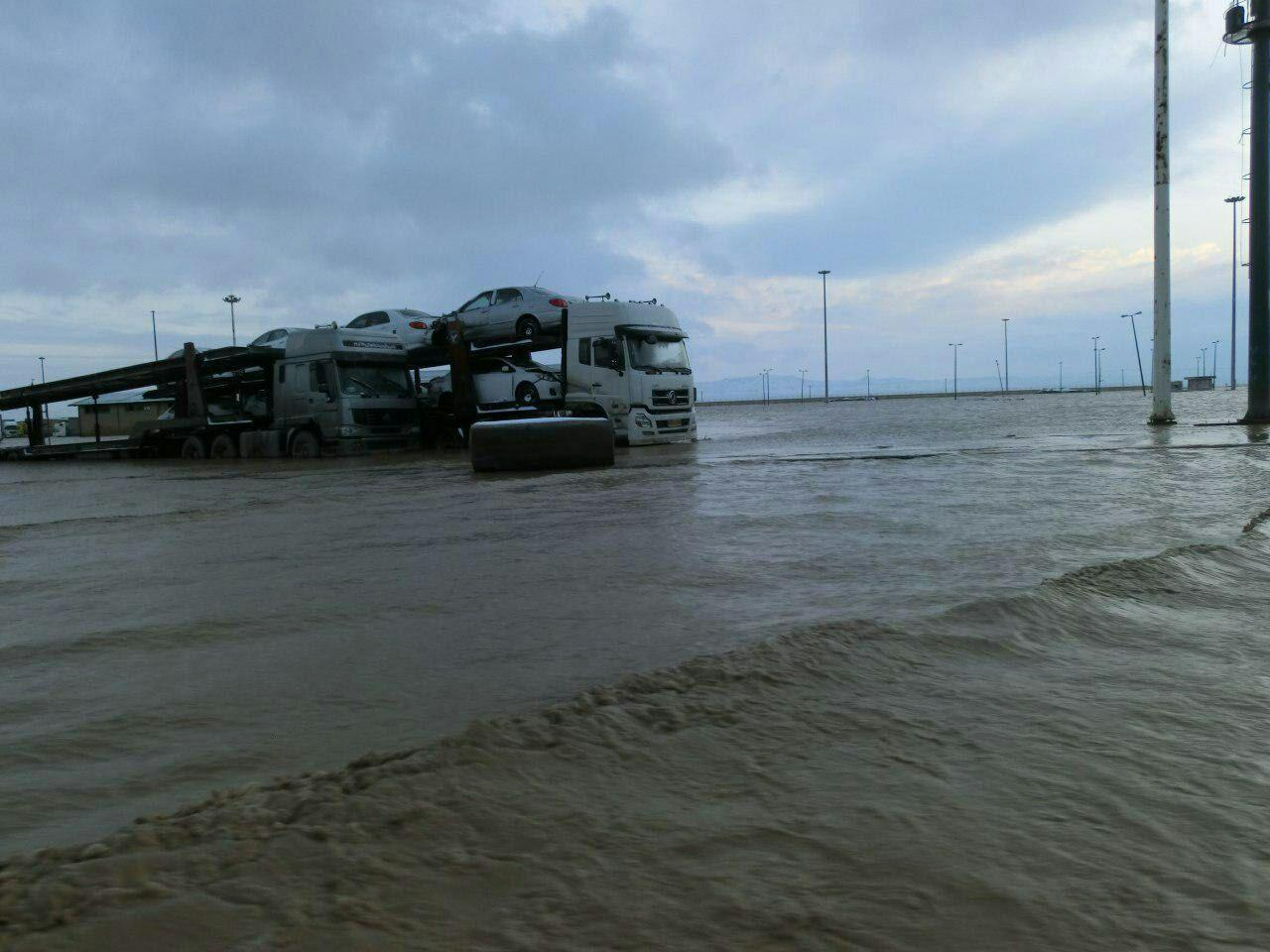 Iran's Dogharoon border crossing hit by flood (PHOTO) (VIDEO) - Gallery Image