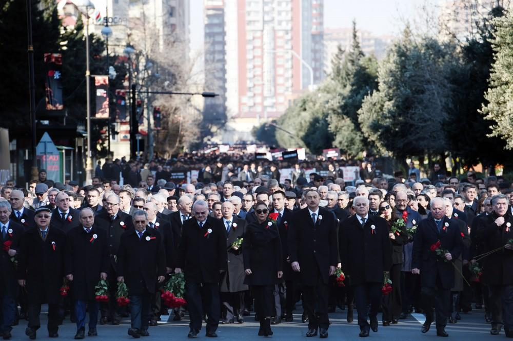 Ilham Aliyev, First VP Mehriban Aliyeva take part in march on 25th anniversary of Khojaly genocide (PHOTO) - Gallery Image
