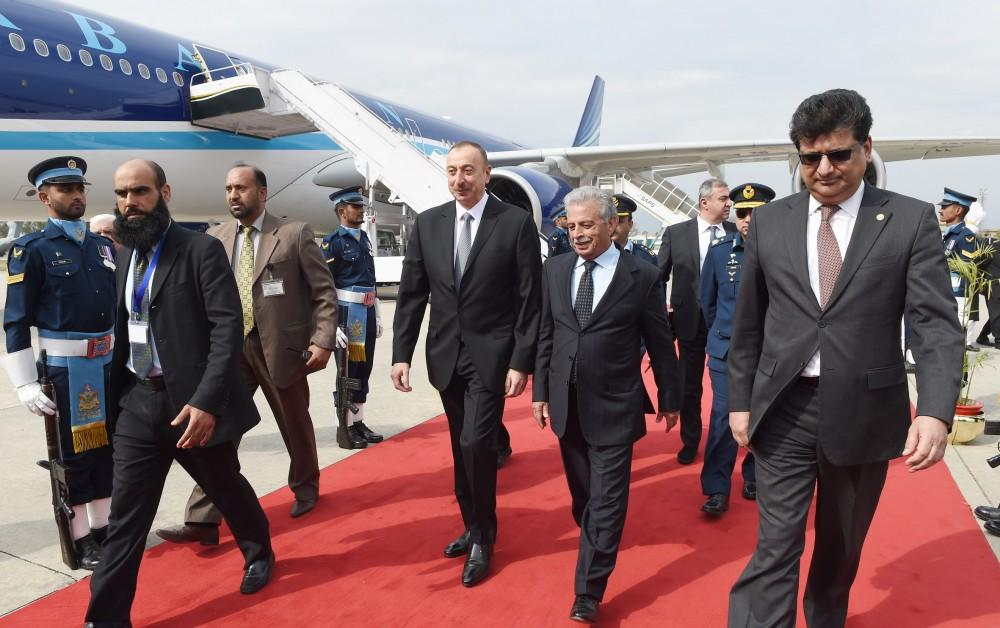 Ilham Aliyev in Pakistan for Summit of the Economic Cooperation Organization (PHOTO)