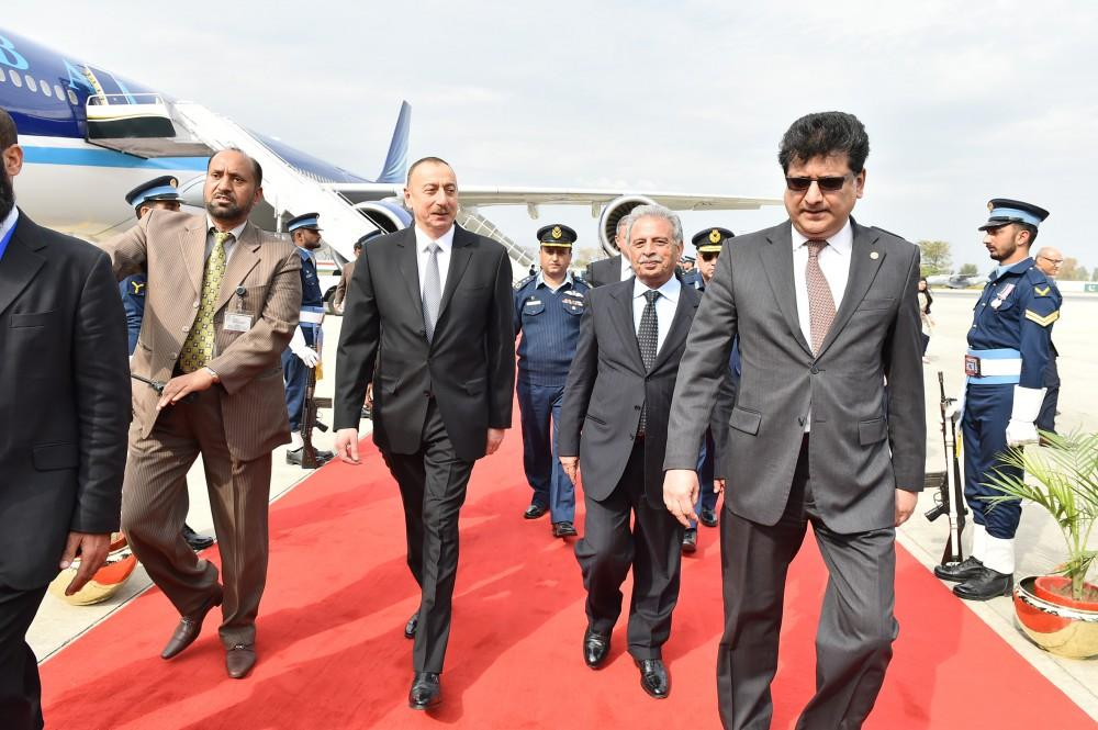 Ilham Aliyev in Pakistan for Summit of the Economic Cooperation Organization (PHOTO) - Gallery Image