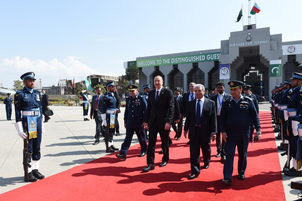 Ilham Aliyev completes visit to Pakistan (PHOTO)