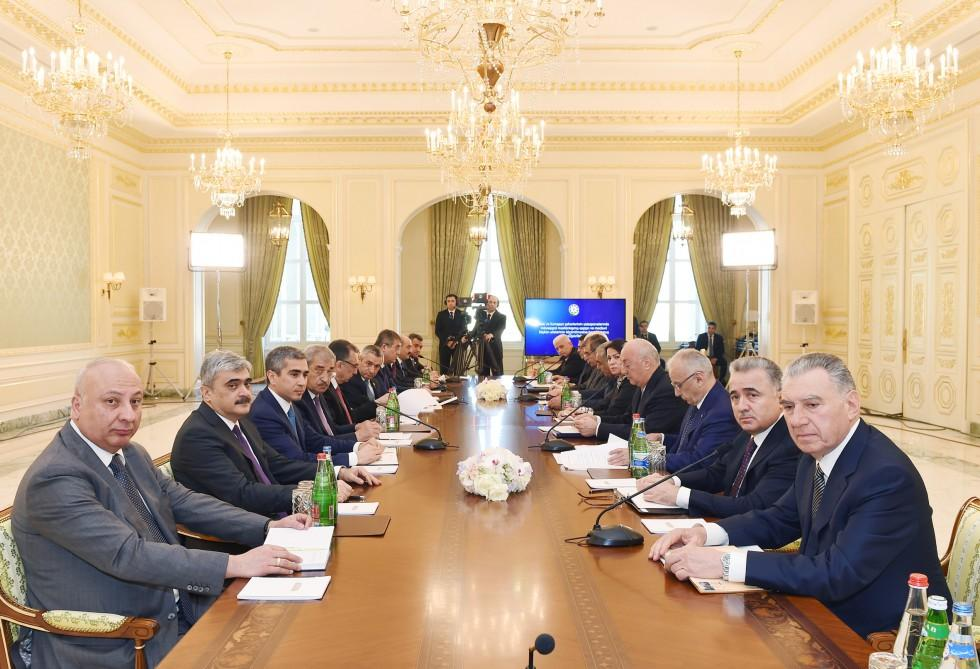 First VP Mehriban Aliyeva chairs meeting on resettling refugee, IDP families (PHOTO) - Gallery Image