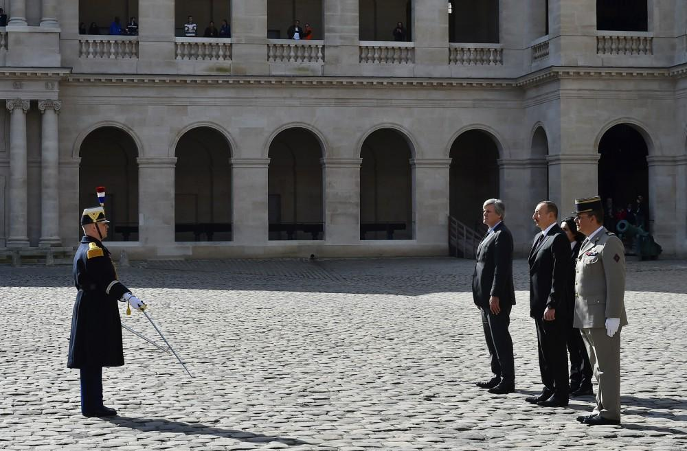 Official welcome ceremony held for President Aliyev in Paris (PHOTO) - Gallery Image