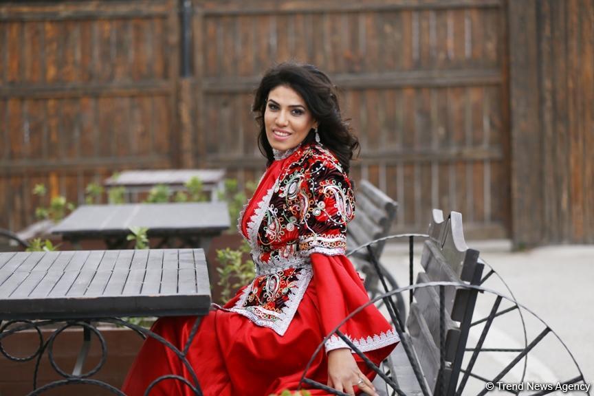 Dünyanın ən güclü parataekvondoçusu Aynur Məmmədova at belində Novruzun rəmzi obrazında (FOTO) - Gallery Image