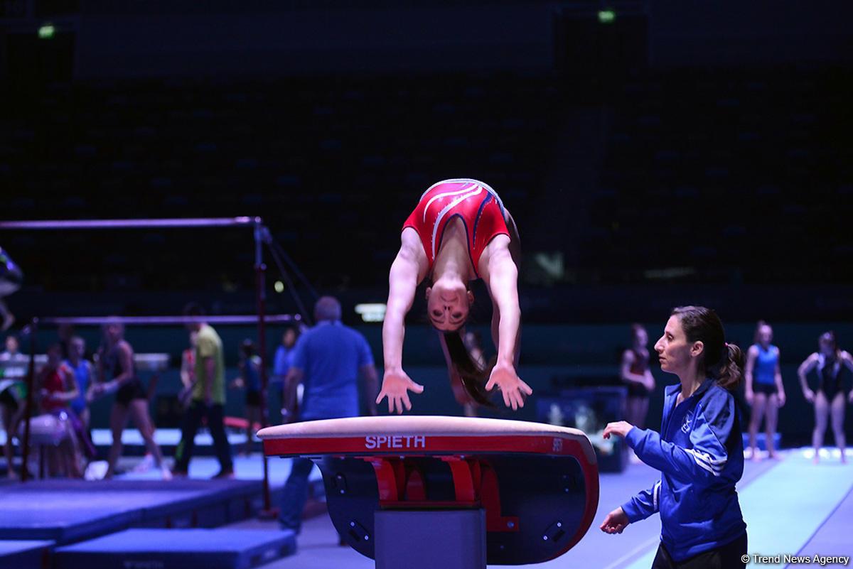 Bakıda idman gimnastikası üzrə Dünya Kuboku iştirakçılarının podium məşqləri başlayıb (FOTO) - Gallery Image
