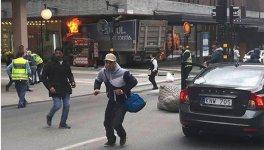 İsveç'te yayaların üzerine kamyon sürüldü: 3 ölü - Gallery Thumbnail