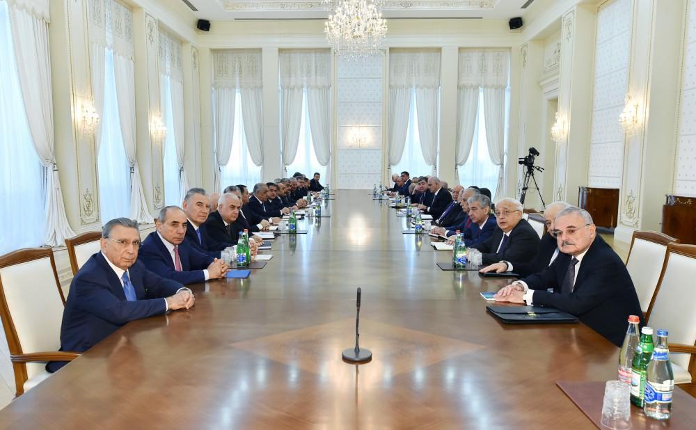 Под председательством Президента Ильхама Алиева прошло заседание Кабмина  Азербайджана, посвященное итогам социально-экономического развития в I  квартале 2017 года и предстоящим задачам (ФОТО) (версия 2) - Gallery Image