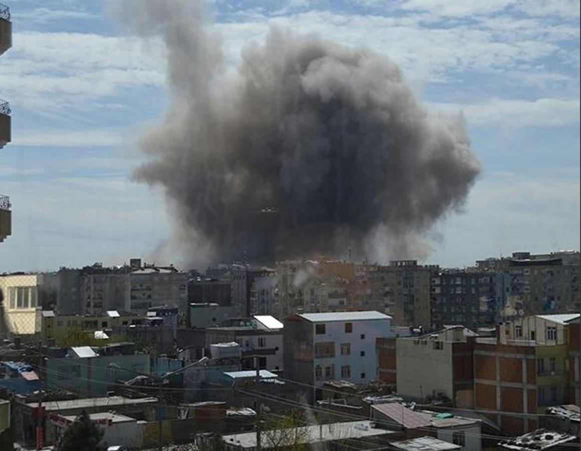 Diyarbakır'da patlama: 4 yaralı - Gallery Image