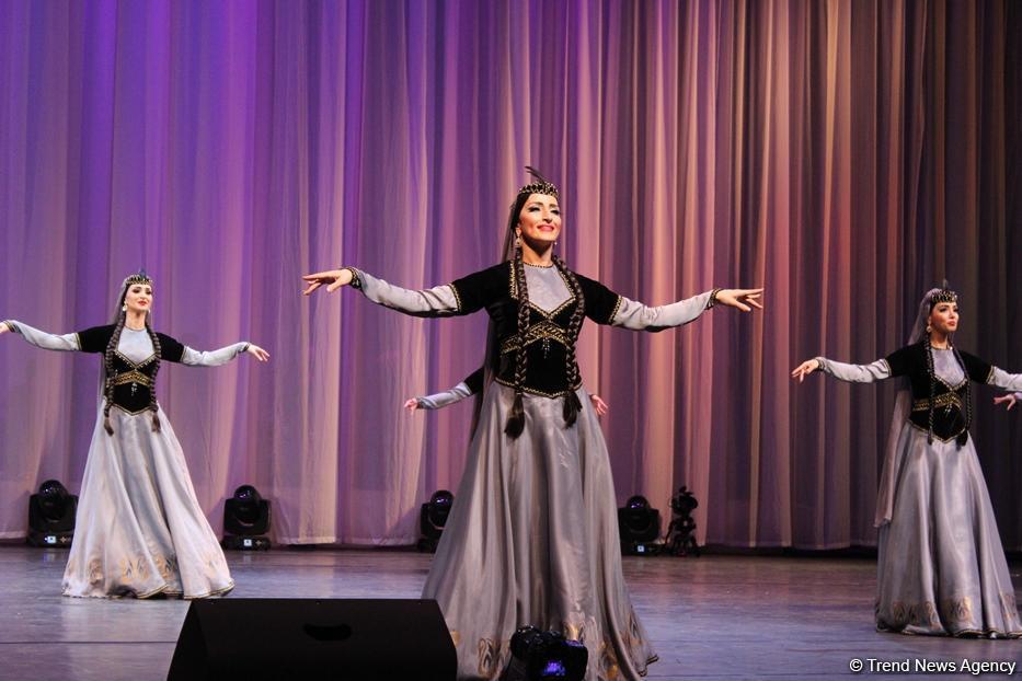 Гостям Исламиады представлено музыкальное и танцевальное искусство Азербайджана (ФОТО) - Gallery Image
