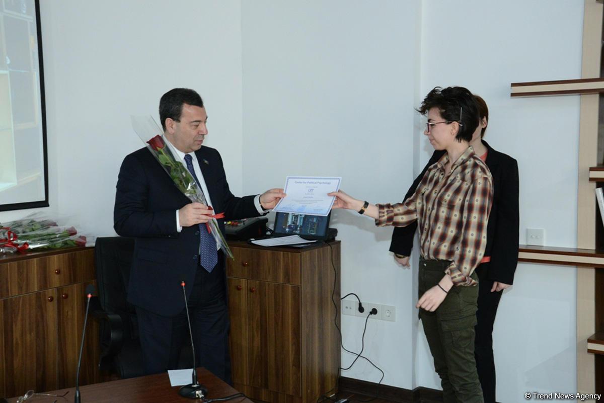 Выданы сертификаты психологам, работающим с добровольцами Игр исламской солидарности (ФОТО) - Gallery Image