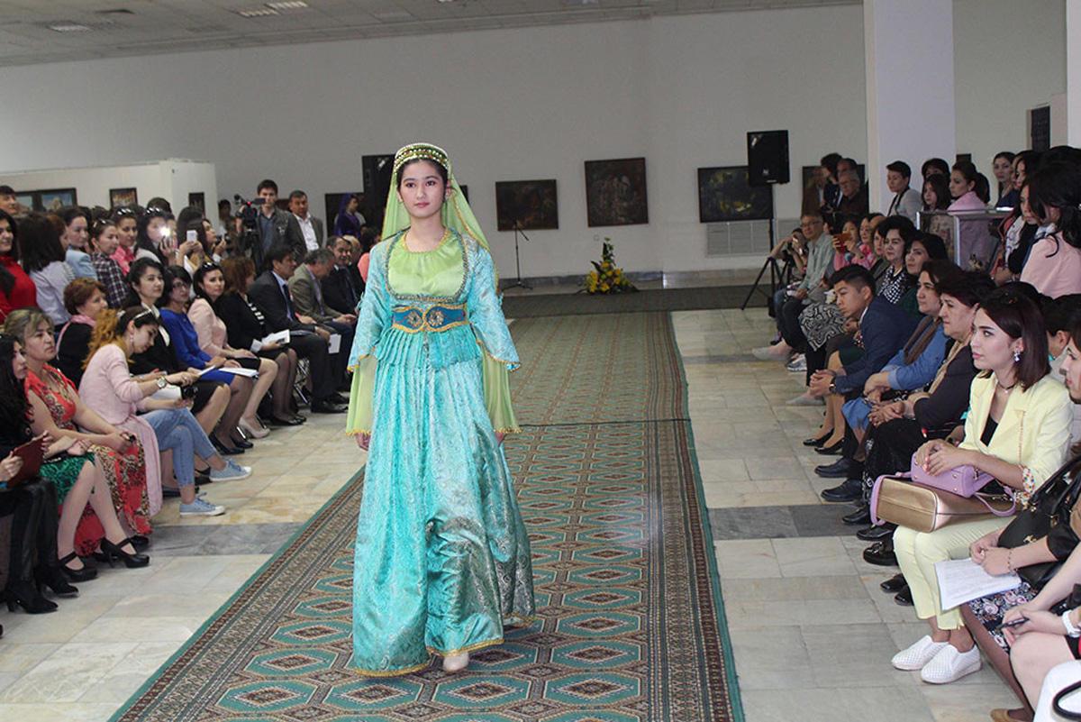 В Ташкенте состоялся показ азербайджанской национальной одежды, присущей Карабахскому региону (ФОТО) - Gallery Image