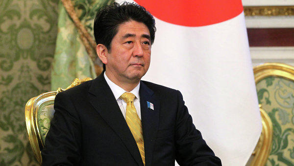 Abe aims to boost own gov't by improving ties with China