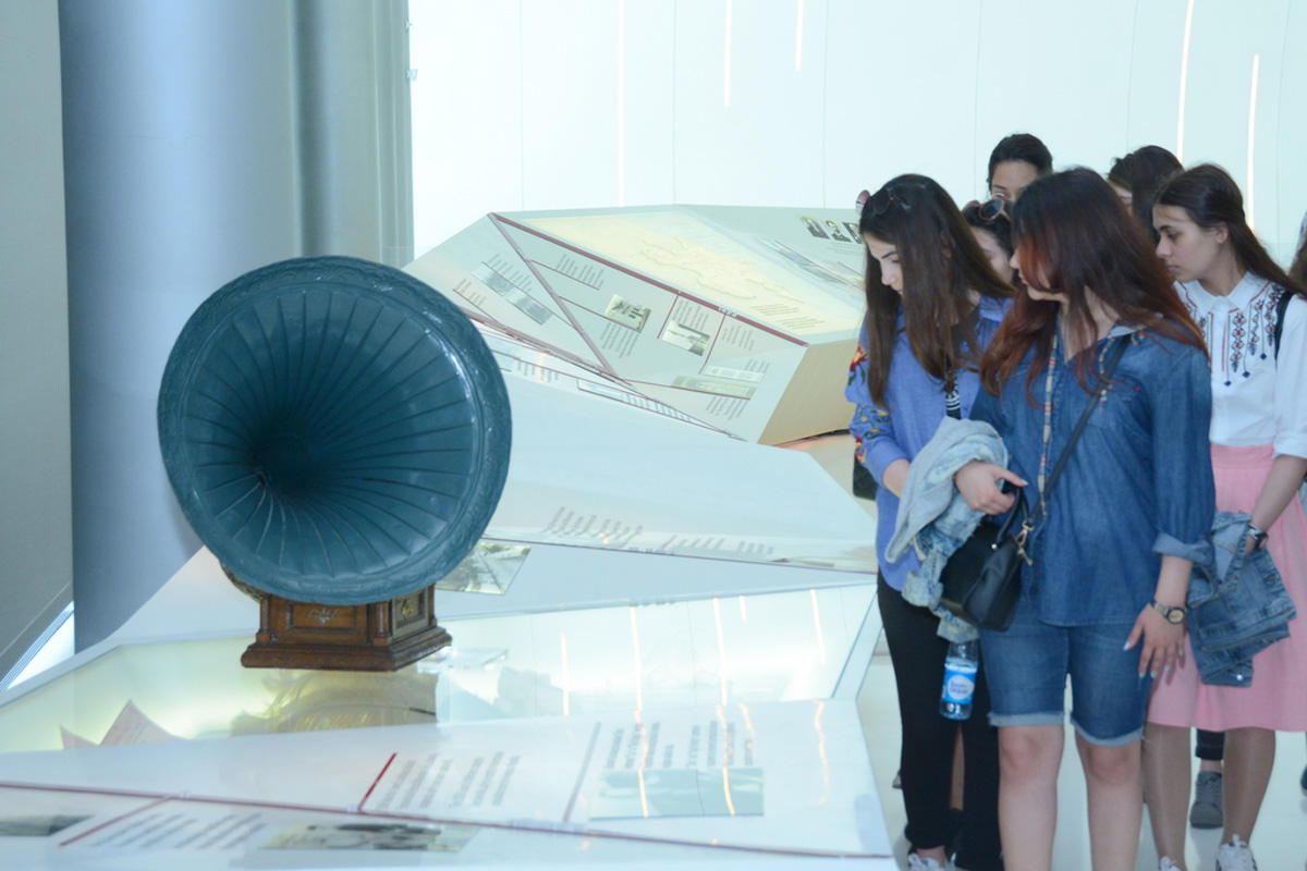 UNEC students visit Heydar Aliyev Center (PHOTO) - Gallery Image