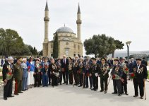 Azerbaijani president, first lady attend ceremony to mark Victory Day in Baku (PHOTO) - Gallery Thumbnail