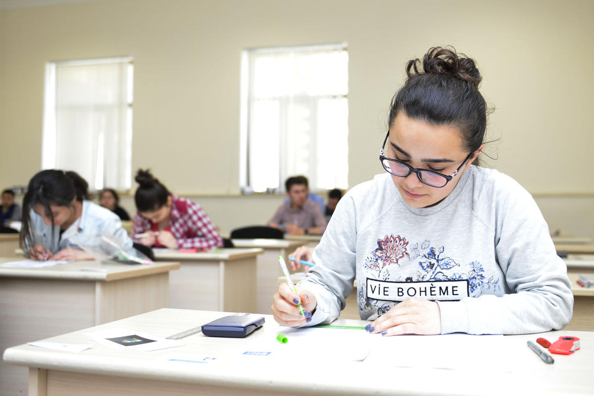 UK experts administer term exams at Baku Higher Oil School (PHOTO) - Gallery Image