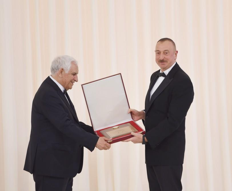 Президент Ильхам Алиев и его супруга приняли участие в торжественной церемонии, посвященной 94-й годовщине со дня рождения общенационального лидера и 13-летию деятельности Фонда Гейдара Алиева (ФОТО) - Gallery Image
