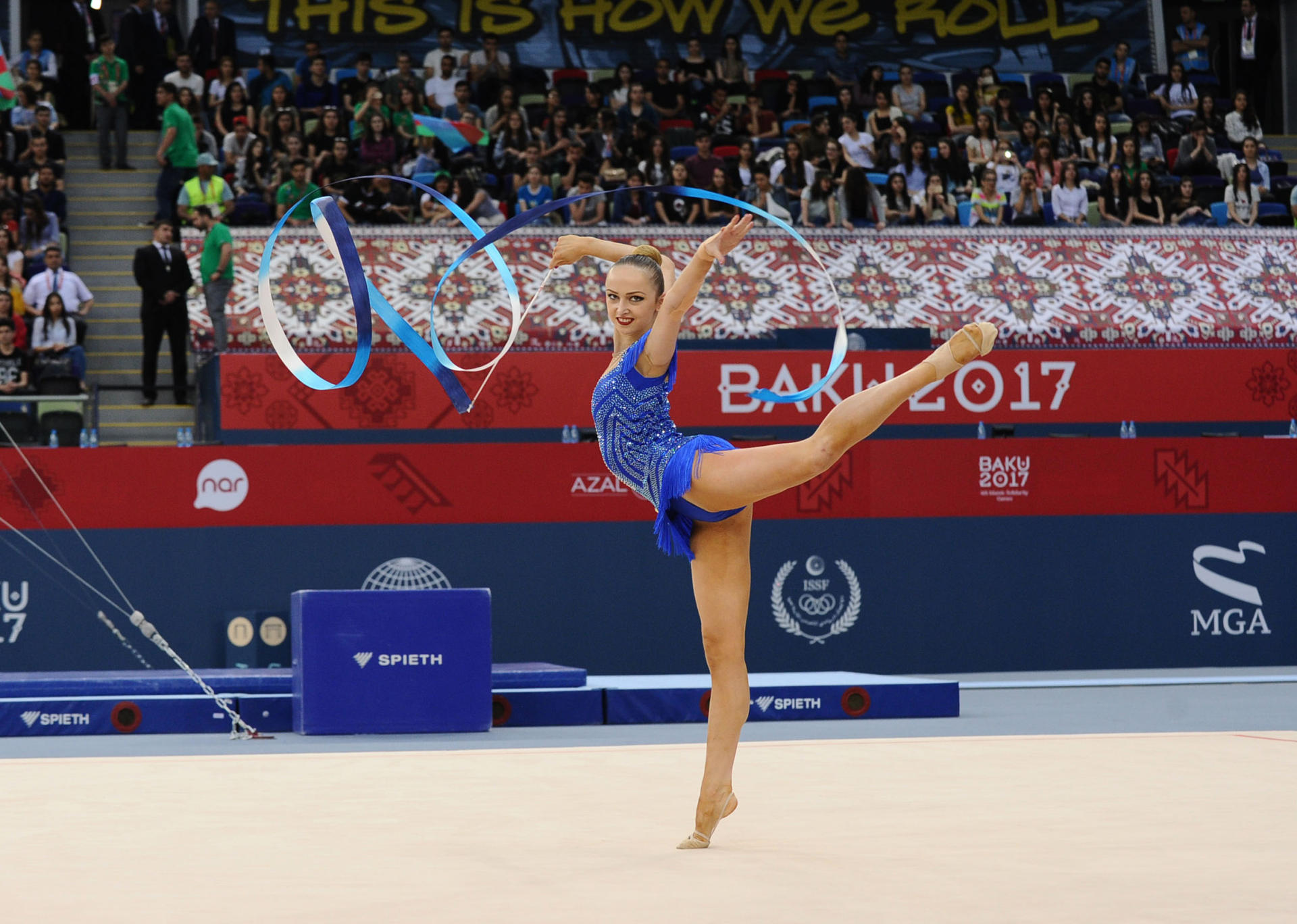 First Vice-President Mehriban Aliyeva awards winners in rhythmic gymnastics at Baku 2017 (PHOTO) - Gallery Image