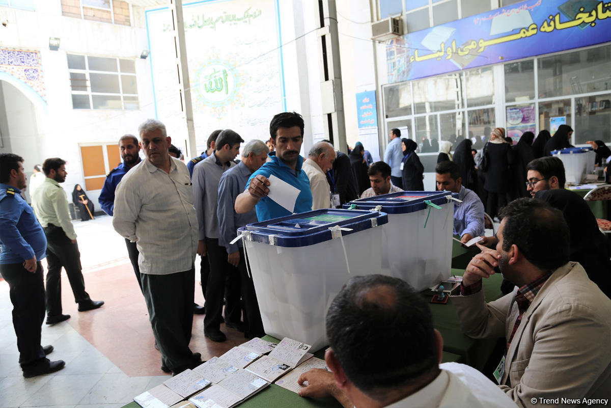 В Иране время голосования на президентских выборах было продлено на два часа