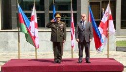 Azerbaijani, Georgian defense ministers mull military co-op (PHOTO) - Gallery Thumbnail