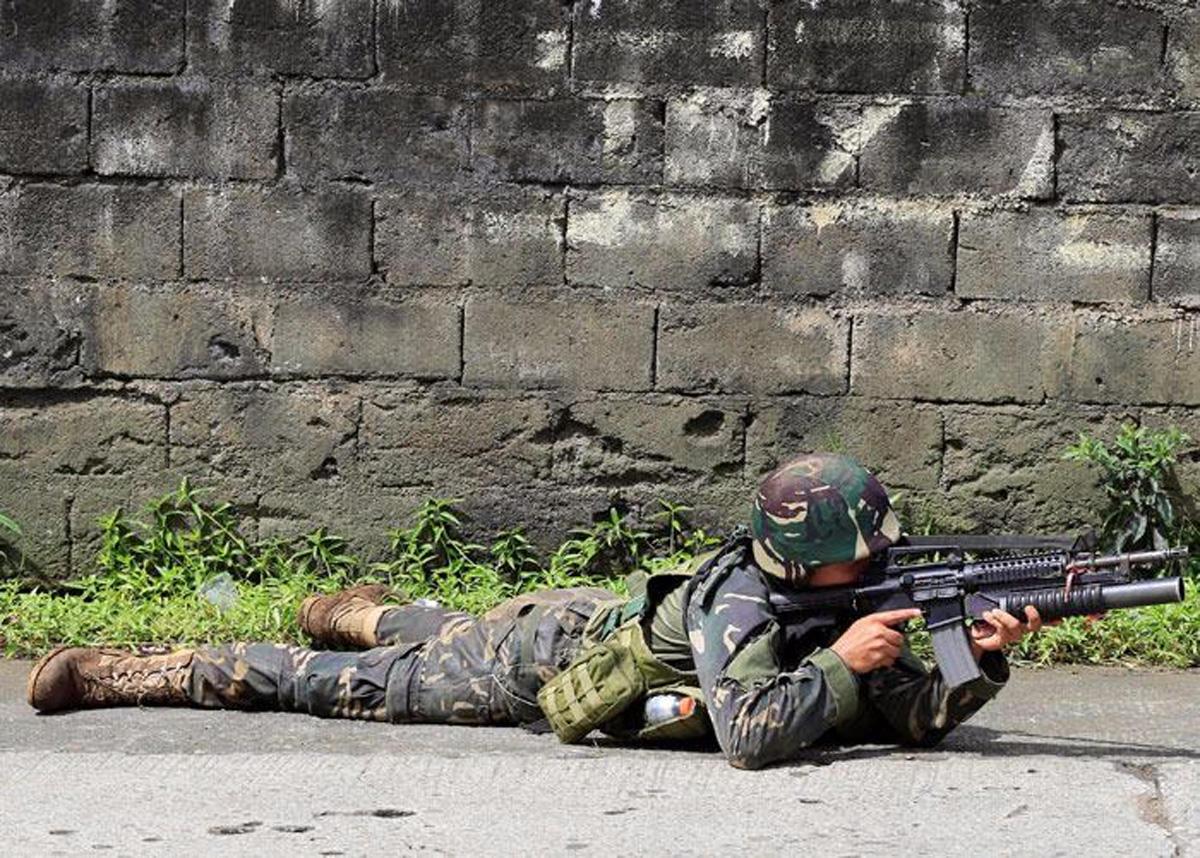 Filippin hökuməti terrorçuların işğal etdiyi adaya qoşun yeritdi (FOTO) - Gallery Image