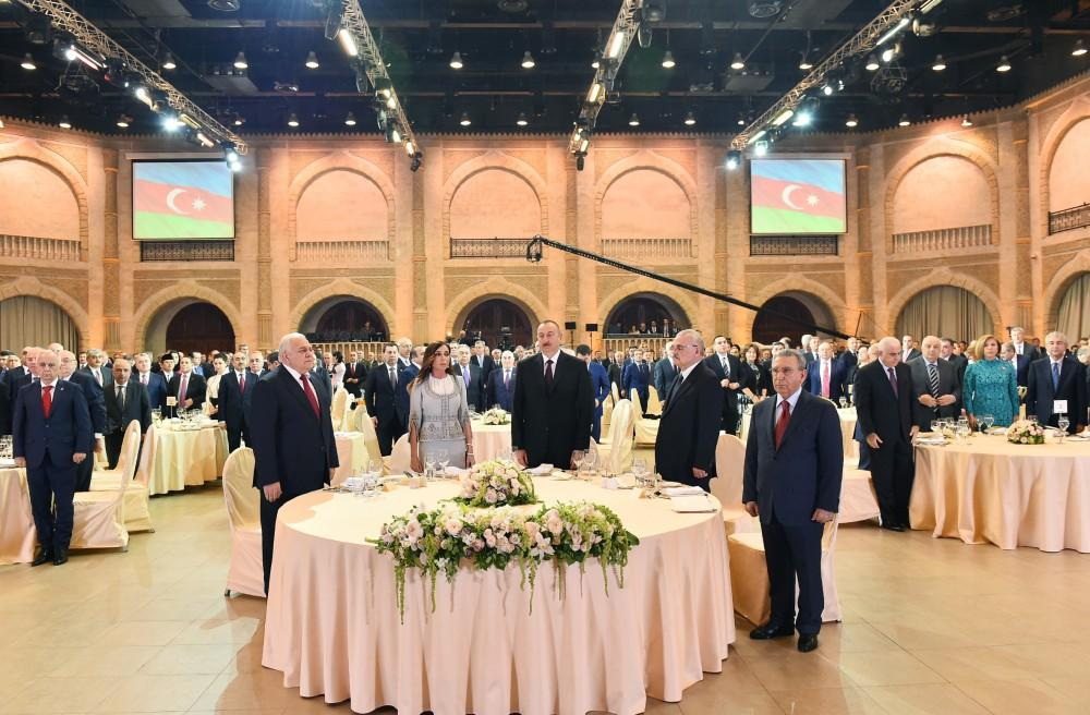 Ilham Aliyev, his spouse attend official reception on occasion of Republic Day (PHOTO)