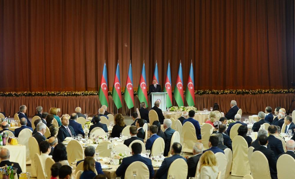 Ilham Aliyev, his spouse attend official reception on occasion of Republic Day (PHOTO) - Gallery Image