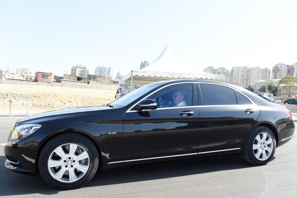 Azerbaijani president, first lady attend opening of newly-built roads in Baku (PHOTO) - Gallery Image