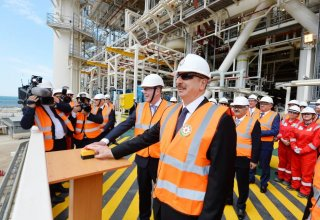 Ilham Aliyev attends sail away of first topsides unit for Shah Deniz Stage 2 platforms (PHOTO)