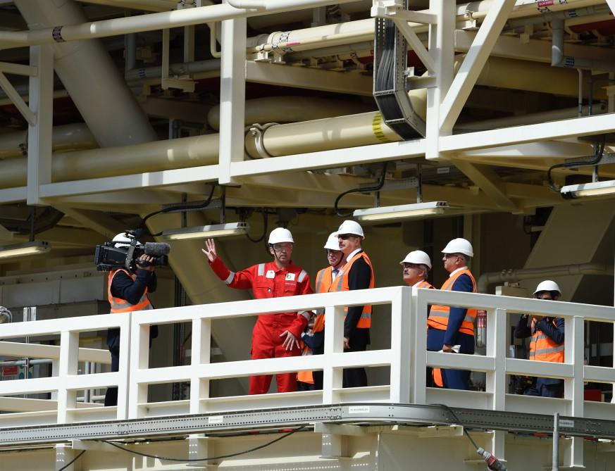 Ilham Aliyev attends sail away of first topsides unit for Shah Deniz Stage 2 platforms (PHOTO) - Gallery Image