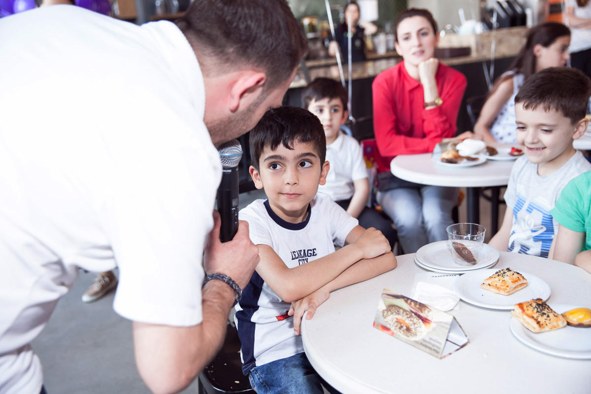 Azercell makes gifts to children (PHOTO) - Gallery Image
