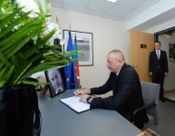 Ilham Aliyev visits German Embassy to offer condolences over Helmut Kohl's death - Gallery Thumbnail